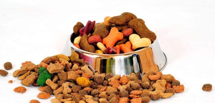Hundefutter Trockenfutter. es kann keinem Hundebesitzer gutgehen, wenn er immer Sorge haben muss ob Plastik drinnen ist oder nicht