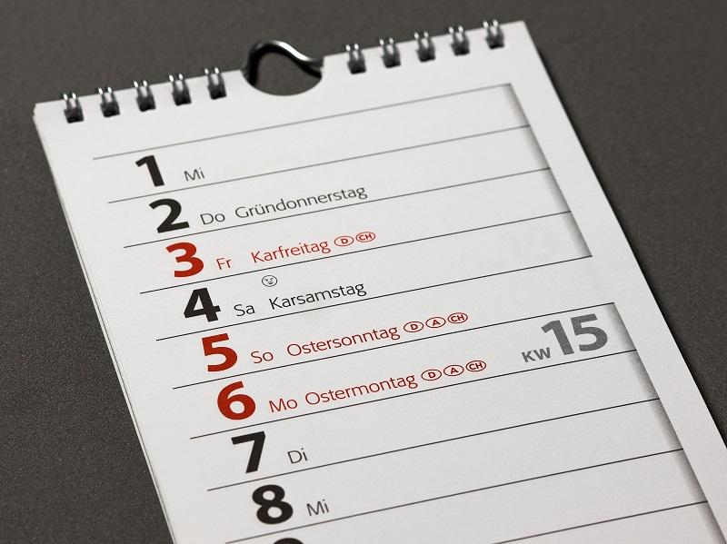 In den meisten Fällen ist der Papierkalender die geliebte Ergänzung und so fahren die meisten Kalenderbesitzer zweigleisig. (#03)