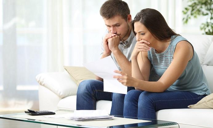 Ein Kredit ist schnell aufgenommen. Zwar ist es heute auch möglich, den Ratenkredit ebenso schnell wieder auszulösen, wenn das Geld da ist. Das ist jedoch nicht der Sinn der Sache. Wer also einen Kredit aufnimmt, der sollte sich gut überlegen, ob er diesen auch auf Dauer tragen kann.(#03)