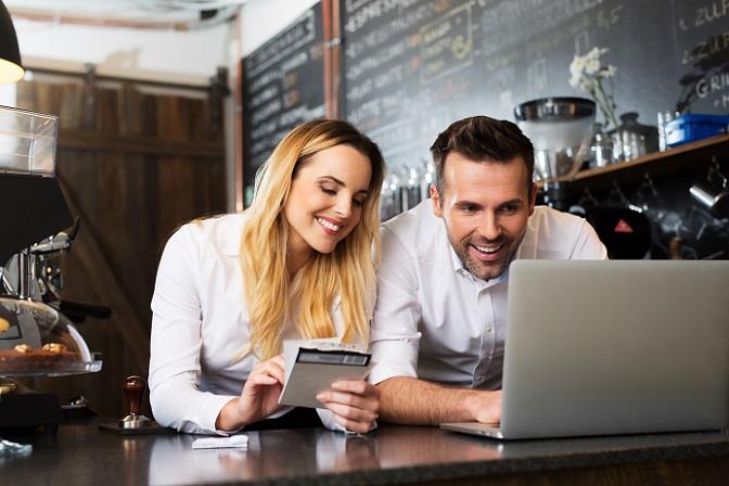 Für die Online-Händler lohnt es sich also, unabhängig vom Umfang der Wareneinkäufe die Rechnungszahlung anzubieten. Das zeigt sich auch beim Gesamtwert der Bestellungen, der bei dem Kauf per Rechnung durchschnittlich 20 % über dem Wert bei anderen Zahlungsweisen liegt. (#01)
