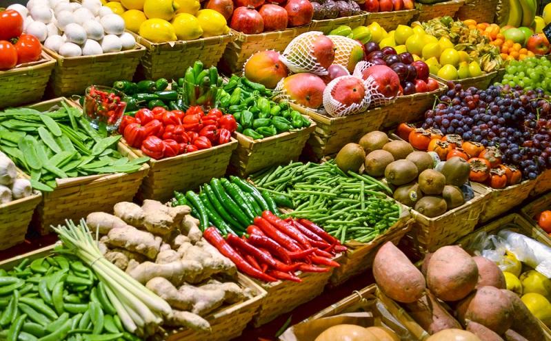 Erdbeeren aus Südafrika? Exotische Äpfel aus Spanien? Spargel aus Griechenland? Alles kein Problem, die Supermarkt-Regale sind voll davon. Und diese Waren liegen direkt neben den einheimischen Produkten aus Deutschland. (#01)