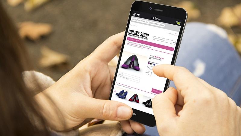 Immer mehr Menschen nutzen beim Shopping mobile Endgeräte, sodass die Webseiten entsprechend optimiert sein müssen. (#02)