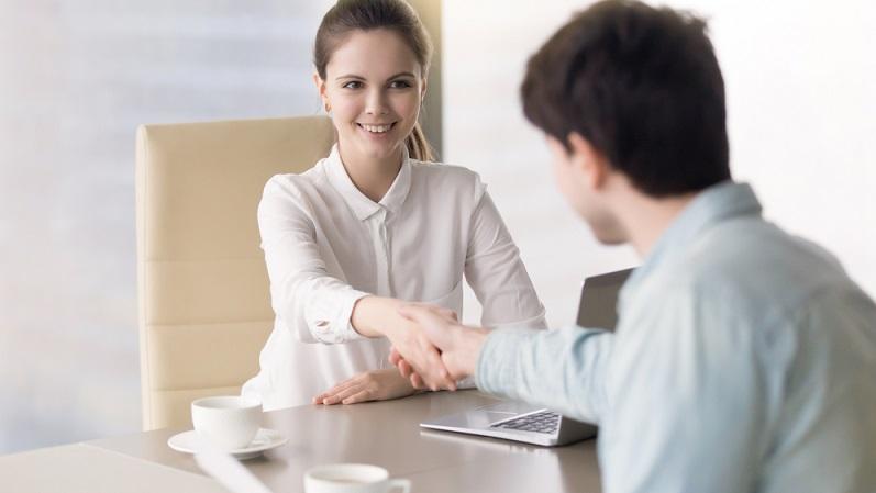 In Betrieben, die tariflich nicht gebunden sind und man als Angestellter das Gefühl hat, man müsste mehr Gehalt bekommen, ist ein klärendes Gespräch mit dem Chef oder den Personalverantwortlichen unumgänglich, da sich alles andere sonst auf die Motivation und so auch auf die Arbeitsleistung auswirken würde. (#02)