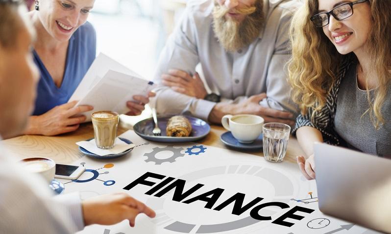 Zum Zeitpunkt der Existenzgründung kann es finanziell eng werden, manchmal kommt es aber auch erst nach den ersten Monaten zu Liquiditätsproblemen. Dann ist eventuell ein Sofortkredit hilfreich. (#01)