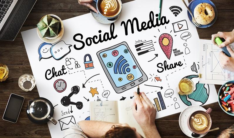 Die verschiedenen Social Media Kanäle und insbesondere Facebook mit seiner riesigen Reichweite werden häufig nur als Möglichkeiten genutzt, Neuheiten aus dem Unternehmen kundzutun. Doch weitaus größer ist die Bedeutung der Plattformen für den Verkauf. (#01)
