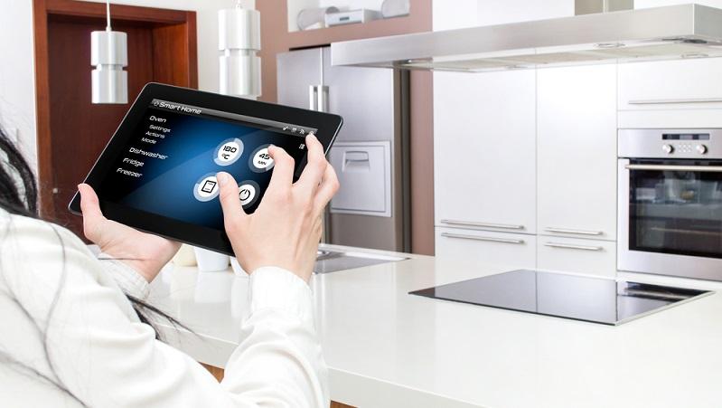 Mit der Weiterentwicklung der Smart-Home-Produkte wächst auch die Nachfrage an. Das ist nicht nur für die Konsumenten vorteilhaft, sondern auch für die Energiekonzerne, die auf diese Technologie setzen. (#02)