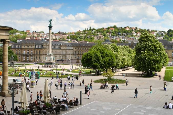 Geprägt durch die GFK (Gesellschaft für Konsumforschung), bezeichnet der Begriff Zentralitätskennziffer das Verhältnis aus Einzelhandels-Umsatz und der vor Ort vorhandenen Einzelhandels Kaufkraft. Der Einzelhandel Stuttgart hat den zweithöchsten Indexwert für Zentralität im bundesweiten Vergleich. (#1)