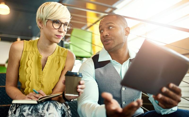 Kundengewinnung Methoden: Positive Kundenerfahrungen bringen durch Mundpropaganda weitere Kunden in den Laden. (#05)