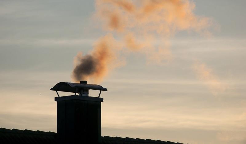 Bei einer Verbrennung von Altpapier werden Schwermetalle wie Blei und Cadmium in der Luft verteilt. (#04)