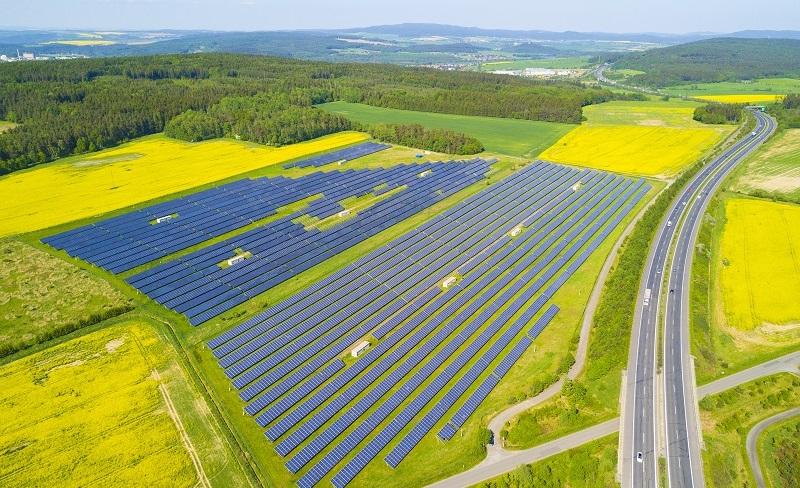 Heutzutage sollte man aber sowieso eher überlegen, auf Erneuerbare Energien umzusteigen. (#06)
