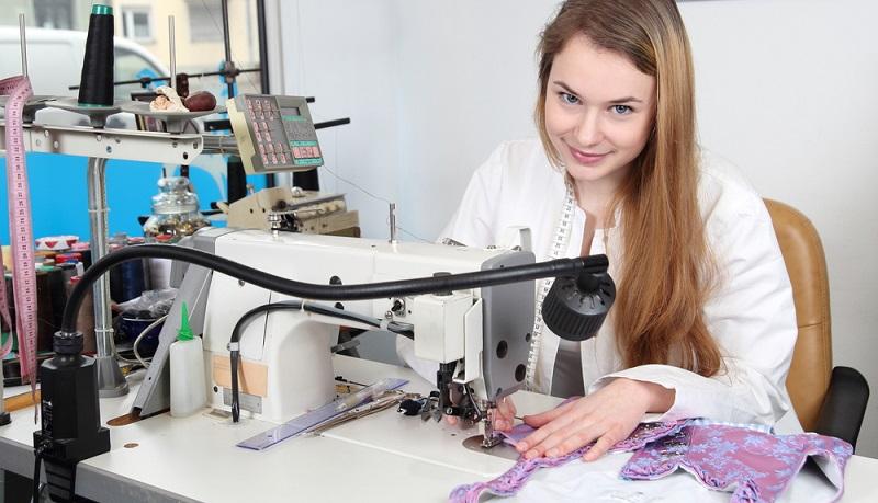 Wie auch in vielen anderen Branchen leidet die deutsche Textilindustrie akut unter einem Fachkräftemangel. (#01)