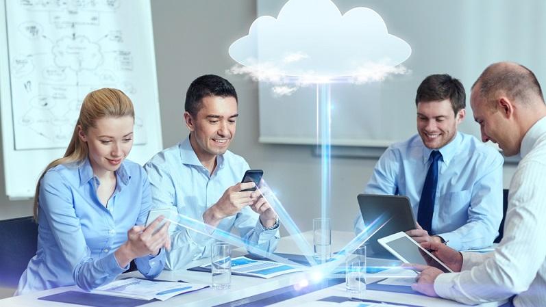 Um eine offene Feedbackkultur zu etablieren, bieten sich Apps als schnelle Lösung an. Sie werden jedem Mitarbeiter zur Verfügung gestellt und dienen dazu, sich mit Kollegen oder Projektverantwortlichen sowie mit den Vorgesetzten auszutauschen. (#03)