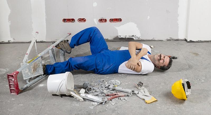 Der Arbeitnehmer ist über das Unternehmen umfassend geschützt, was Unfälle von und zur Arbeit sowie am Arbeitsplatz angeht. Die Unfallversicherung läuft über die zuständige Berufsgenossenschaft. (#04)