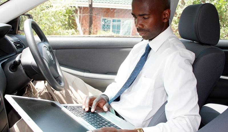 Der Handelsvertreter arbeitet also selbstständig, führt eigene Geschäftskonten, muss Bilanzen erstellen und allerlei verschiedene Organisationsaufgaben erledigen. Er kann dafür die moderne Technik nutzen, die ständig an automatisierten Vorgängen arbeitet bzw. diese weiterentwickelt.