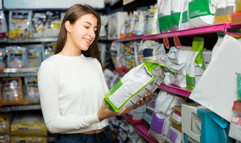 Einige Verbraucher zweifeln den Nutzen von Vitamin- und Mineralstoffzusätzen im Futter an.