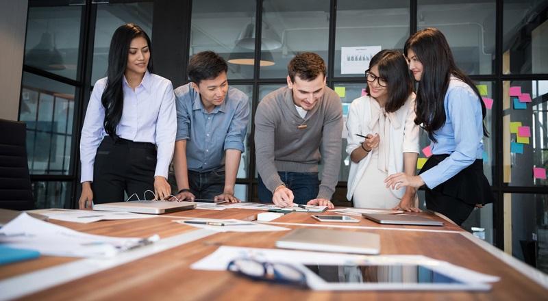 Organisation: Erstellen Sie als Erstes einen detaillierten Projektablauf, der die relevanten Schritte der Unternehmensplanung beinhaltet. Kommunizieren Sie diesen an alle verantwortlich Beteiligten.