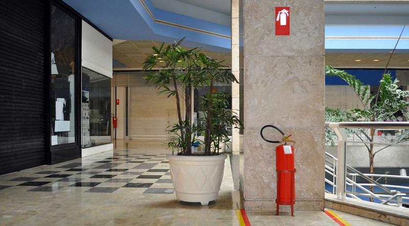 Wartungsverträge zur Instandhaltung von Türsystemen, Brandschutzeinrichtungen und anderen Dingen sind also eine Notwendigkeit. Häufig können ältere Systeme von Herstellern umgerüstet werden, um neuen Anforderungen zu entsprechen.