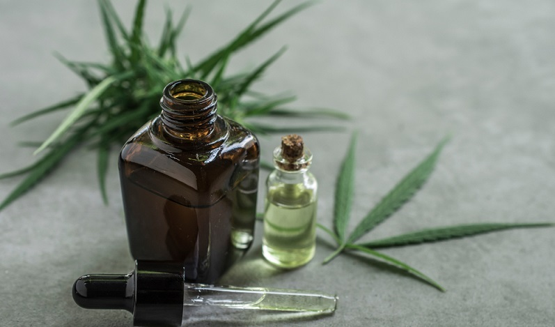 Eine gängige Empfehlung lautet, Cannabisöl zuerst nur mit wenigen Tropfen einzunehmen.