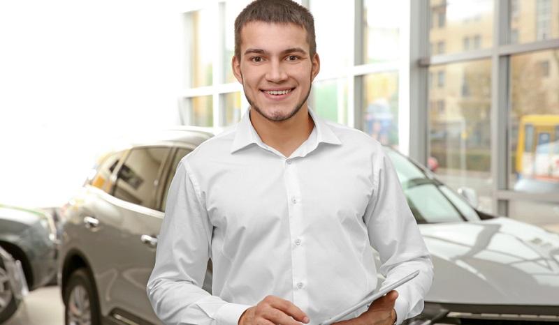 Wenn Sie Kauffrau oder Kaufmann im Einzelhandel werden möchten, müssen Sie dafür eine dreijährige Ausbildung absolvieren.