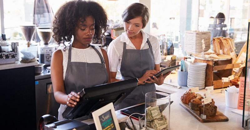 Die Berufsausbildung vermittelt den Auszubildenden alle Fähigkeiten, die sie für diese Aufgabe benötigen – von wirtschaftlichen Aspekten bis hin zur Durchführung eines Verkaufsgesprächs.