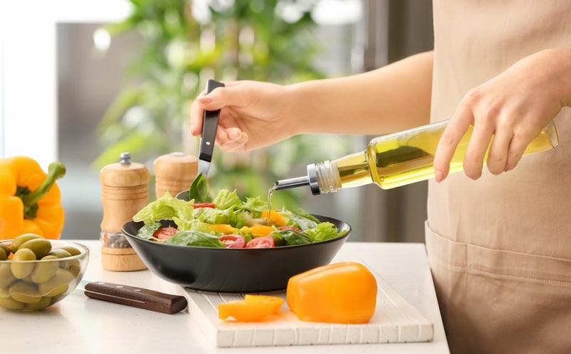 Außerdem reguliert CBD den Appetit, daher kann das Öl auch im Rahmen von Diäten eingesetzt werden. (#02)