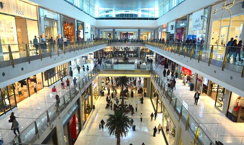 Der Großhandel stellt die Schnittstelle zwischen den Herstellern und den Einzelhändlern dar. (#02)