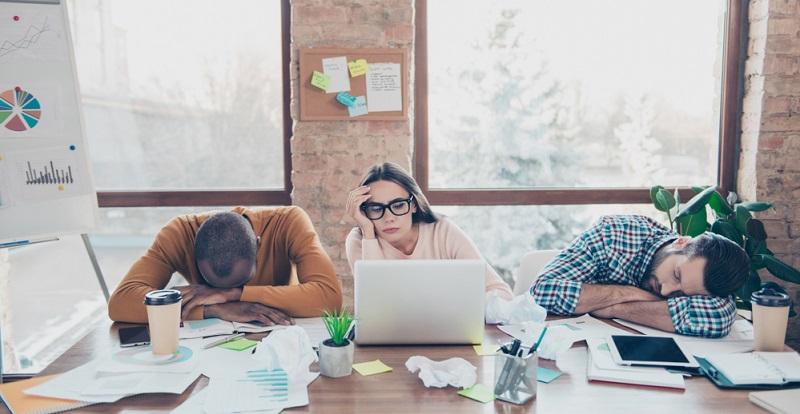 Mitarbeiter, die Dienst nach Vorschrift verrichten, werden schief angesehen. Zu recht, denn immerhin müssen die anfallenden Aufgaben im Unternehmen bestmöglich bewältigt werden. Doch nicht jeder, der nicht mindestens 60 Stunden in der Woche arbeitet, ist gleich ein schlechter Mitarbeiter!