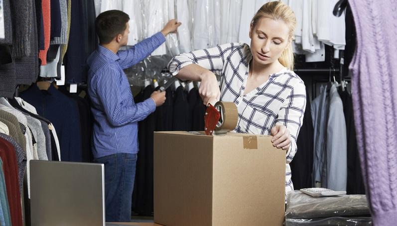 Zu den Aufgaben im Einkauf gehoeren auch Ware mit Mängeln an die Firma zurückzuschicken