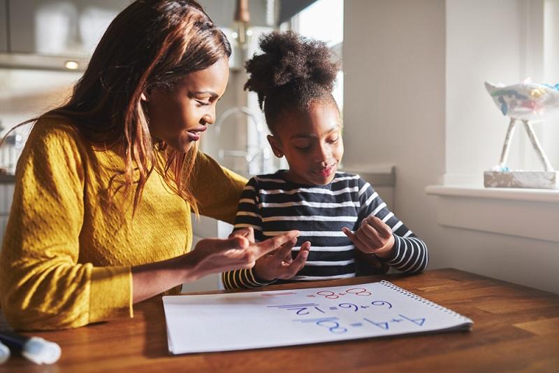 Eltern von schulpflichtigen Kindern werden bei der Urlaubsvergaben eher bevorzugt. (#04)
