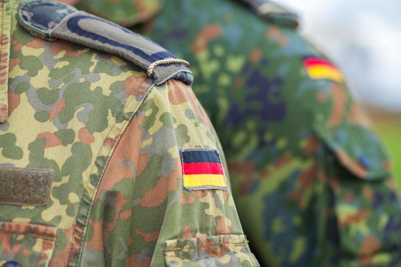Beamte und Soldaten sowie Selbstständige unterliegen nicht dem Bundesurlaubsgesetz. (#01)