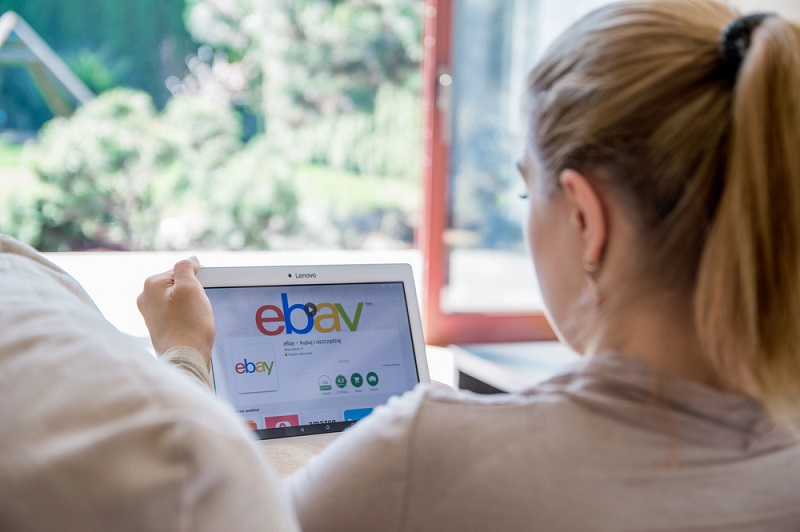 Marktplätze bei Amazon oder ebay bilden ideale Plattformen, über die das Online-Standbein auch für stationäre Händler schnell und einfach ausgebaut werden kann. (#01)