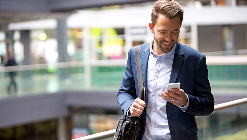 Die Prozentzahl derer, die über ein internetfähiges Smartphone verfügen, steigt von Jahr zu Jahr weiter an.