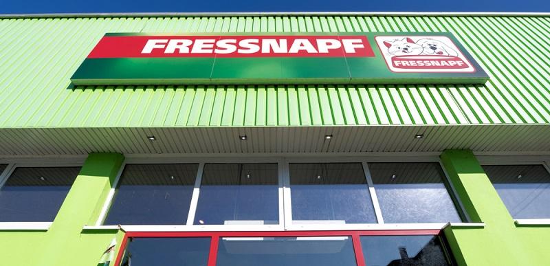 Einkaufen im stationären Handel wie Fressnapf und Co. bietet eini-ge Vorteile, aber auch Nachteile.