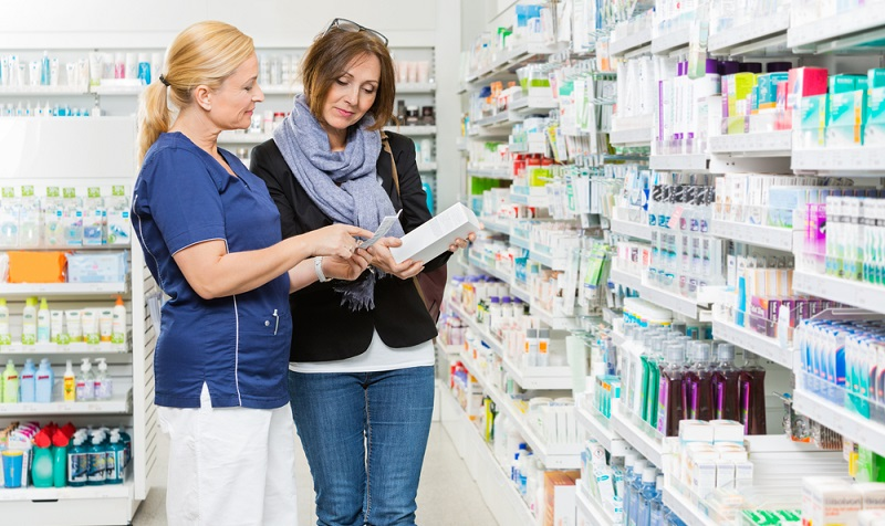 Liegt die Leidenschaft im Bereich der der Drogerieartikel, kann eine Arbeit als Drogist oder Drogistin möglicherweise die richtige Wahl darstellen.. (Fotolizenz -Shutterstock: _Tyler Olson)