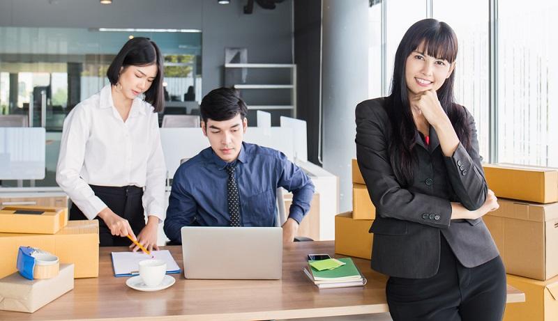 Um einen Online Shop eröffnen zu können und darüber Kunden zu erreichen, muss ein Web-Hoster gefunden werden. (Foto: Shutterstock- _paulaphoto )