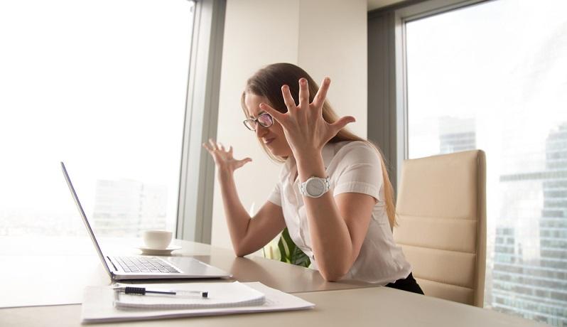 Wollen Unternehmen die Mitarbeiterüberwachung ohne professionelle Hilfe durchführen, müssen dabei strenge Auflagen beachtet werden. ( Foto: Shutterstock- fizkes)