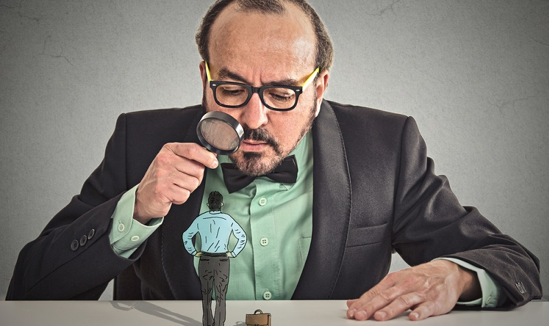 Eine falsche Erfassung der Arbeitszeit liegt vor, wenn der Arbeitnehmer falsche Arbeitszeiten vortäuscht, Stempeluhren manipuliert oder eine Vereinbarung zur Vertrauensarbeitszeit sowie zur Heimarbeit missbraucht. (Foto:  shutterstock  ESB Professional )
