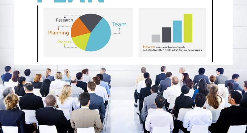Die Weiterbildung führt zu einem staatlich anerkannten Abschluss. ( Foto: Shutterstock-Rawpixel.com )