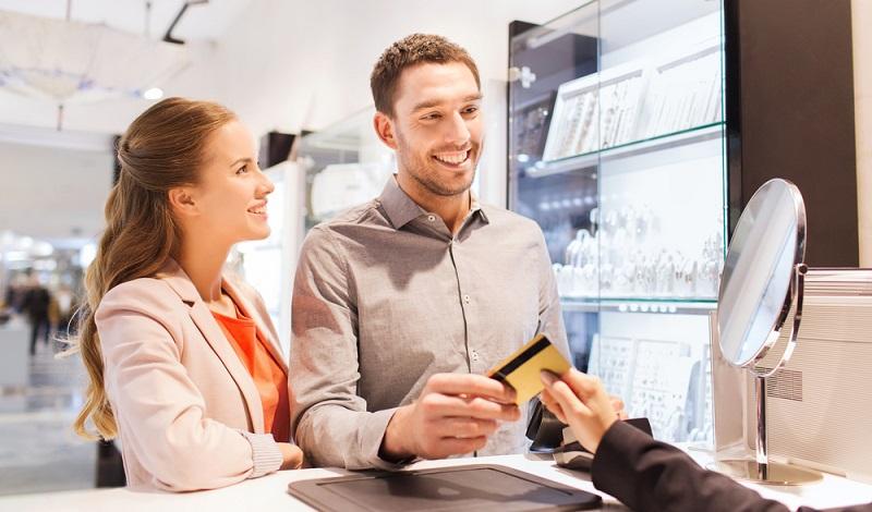 Verbraucher sind es gewohnt, Punkte zu sammeln.  ( Foto: Shutterstock-Syda Productions )