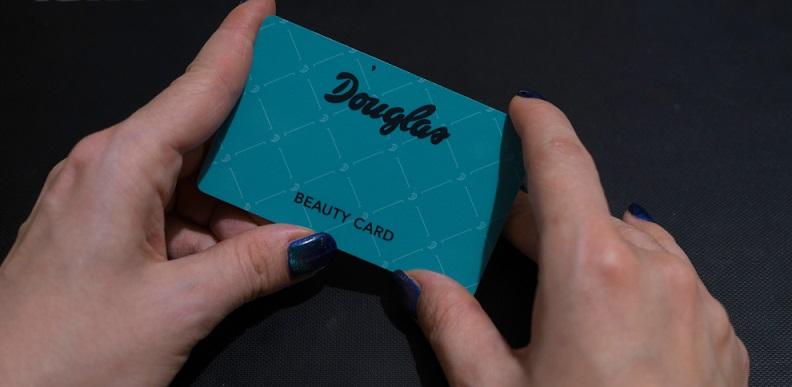 Exklusive, preisgünstige Angebote mithilfe der Kundenkarte.( Foto: Shutterstock-monika Balint )