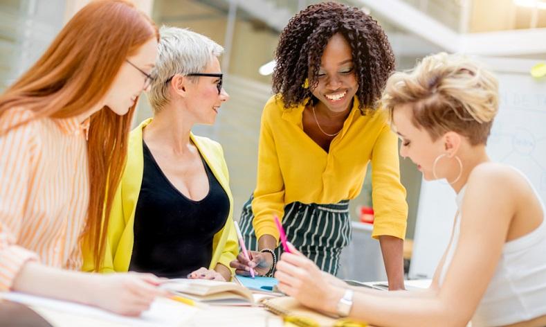 Workshops für Kunden um eine spezielle Kundenbindung zu erzielen ( Foto: Shutterstock-UfaBizPhoto )