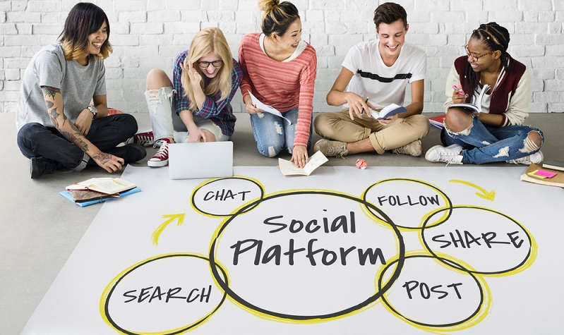 Die Welt von Social Media ist groß und neben für Unternehmen sehr wertvolle Social Media Plattformen gibt es auch einige, die weniger relevant sind. ( Foto: Shutterstock-Rawpixel.com )