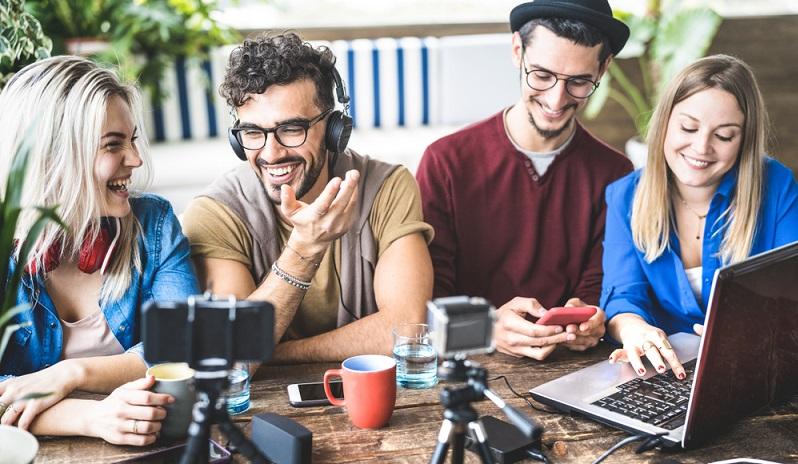 Mehr als die Hälfte der Weltbevölkerung hat die Möglichkeit, online zu gehen und sich die neusten Nachrichten, Unterhaltungsangebote und ähnliche Offerten im Internet anzusehen. ( Foto: Shutterstock- View Apart )