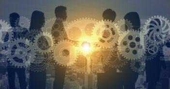 Crowdsourcing: Definition, Beispiele, Plattform, Anbieter, Nachteile & Vorteile (Foto: shutterstock - metamorworks)