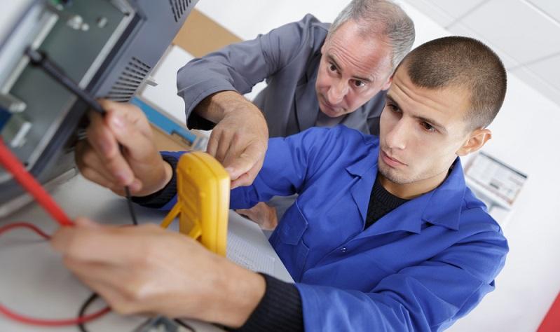 Messmittel müssen je nach Verwendung und einzuhaltendem Sicherheitsstandard kalibriert werden.  ( Foto: Shutterstock-ALPA PROD)