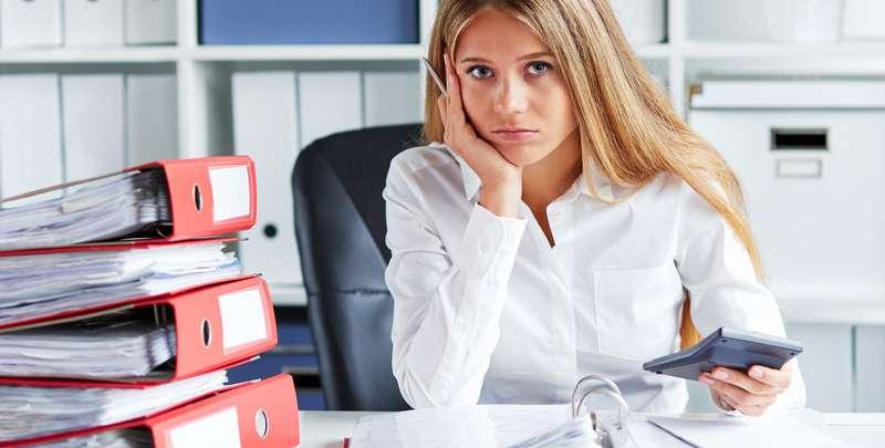 Die Lohnbuchhaltung muss frei von Fehlern sein und bedarf einer umfassenden Übersicht zu Überstunden und weiteren Boni der Mitarbeiter. Diese Übersicht ist durch die neue HR Software von Kenjo jederzeit gegeben. ( Foto: Shutterstock-Rostislav_Sedlacek )
